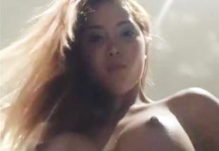 Pinay Model Nagpasilip ng Nipples sa Photoshoot. EUT Time!